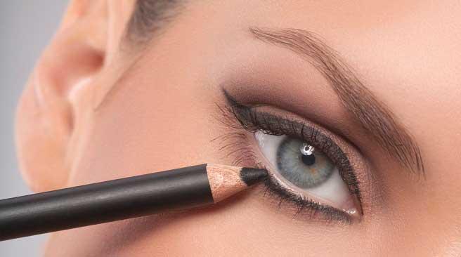 maquillaje ojos delineador