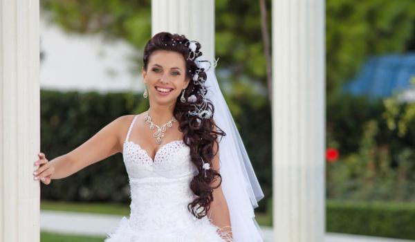 Peinados de novia al lado